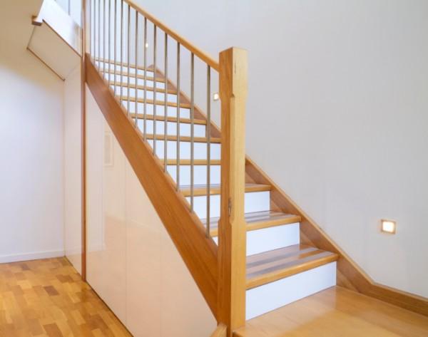 Các mẫu Cầu thang gỗ sồi