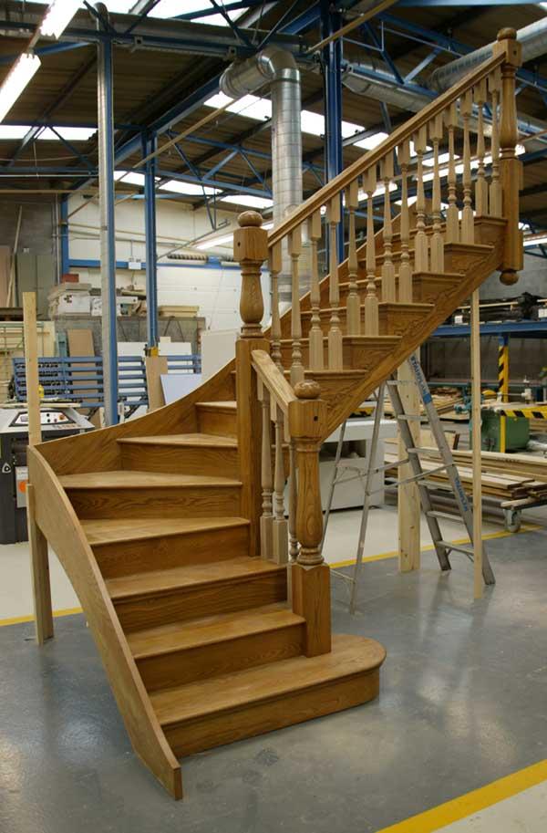 Bộ sưu tập mẫu cầu thang gỗ sồi đơn giản hiện đại